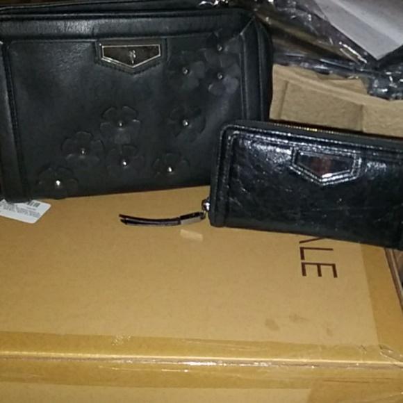 Simply Vera Vera Wang Handbags - TAKING OFFERSimply Vera Wang Purse with wallet set
